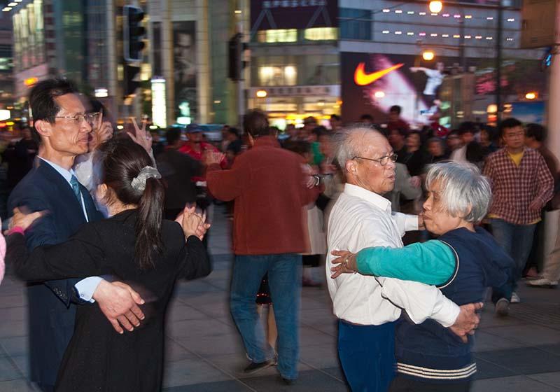 Shanghai People dancing www.dehesdin.com