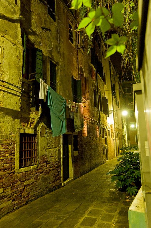 Venise. La nuit dans le quartier du Dorsoduro