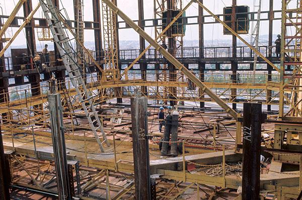 Construction de la Tour EDF  Issy les Moulineaux (dans les années 70)
